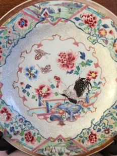 Famille rose large charger with cockerel and peony – China – 18th Century (1)