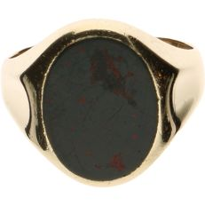 14 kt Yellow gold signet ring set with heliotrope - Ring size: 21.5 mm