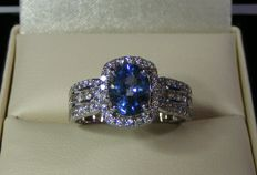 2.21 ct for exceptional VVS blue Ceylon Sapphire and natural Diamonds 18 kt gold ring - GIA certificate - Size 53 - No reserve price