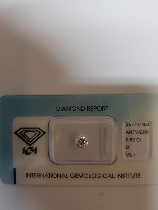 0.52 ct brilliant-cut diamond D VS1