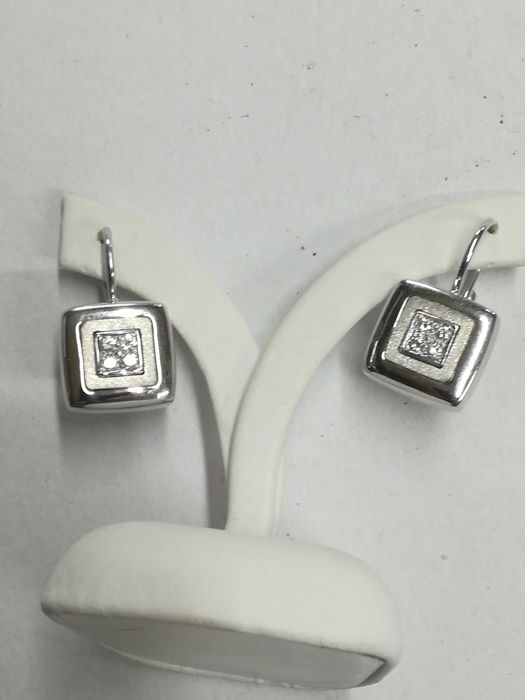 18 kt white gold earrings with 8 diamonds for 0.16 ct