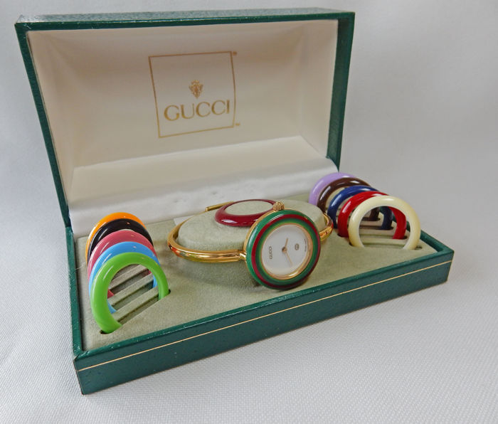 52b06bbd288 Iconic Gucci watch 11 12 - women s - with 12 interchangeable rings   bezels