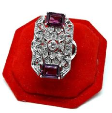 Gold ring with 31 diamonds totalling 0.40 ct - 2 rubellites totalling 1.70 ct - Ring size: 17 mm