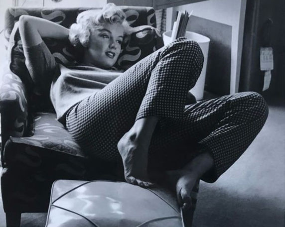 Andre de Dienes - Marilyn, taken at home in The Beverly Carlton, 1949
