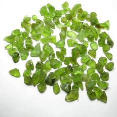 Lot of natural peridot rough crystals - 317.10ct