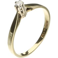14 kt Yellow gold solitaire ring set with a brilliant cut diamond of approx. 0.04 ct - Ring size: 15.25 mm