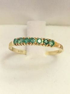 Vintage 14 kt gold ring with emerald of 0.04 ct in total - 1970 - No reserve!