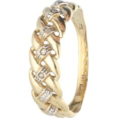 14 kt - Yellow gold ring set with 3 single cut diamonds, approx. 0.03 ct in total - Ring size: 18 mm