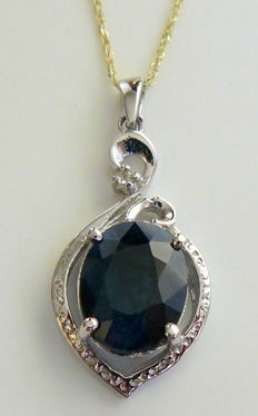 4.12 ct pendant with gold chain and sapphire and diamond - no reserve price