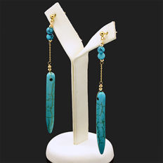 18k/750 yellow gold earrings with turquoises - Length, 73 mm.