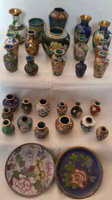Lot of 30x cloisonné items - small vases, little dishes, etc.