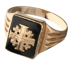"""14 kt Rose gold signet ring set with an onyx, engraved with """"Jerusalem""""."""