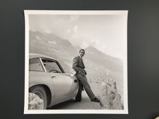 James Bond and the iconic Aston Martin DB5 (Goldfinger )