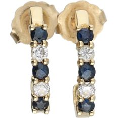 14 kt - Yellow gold earrings set with sapphire and 4 brilliant cut diamonds of approx. 0.08 ct in total - Length x width: 1.5 x 1.3 cm