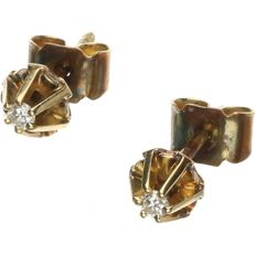 14 kt Yellow gold stud earrings set with a brilliant cut diamond, approx. 0.06 ct in total - Diameter: 0.5 cm
