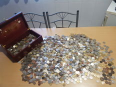 Worldwide - Lot of coins from all over the world - Dating as far as 1700 - More than 5,200 coins - 20 kg