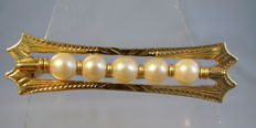 18 kt gold brooch with genuine Akoya pearls and hand-engraving