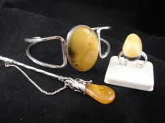 Silver 925 vintage set of: ring, bracelet and a brooch with Baltic Amber, 33.38 grams