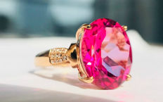 18k gold ring with pink Topaz  5.8ct.  size  54mm