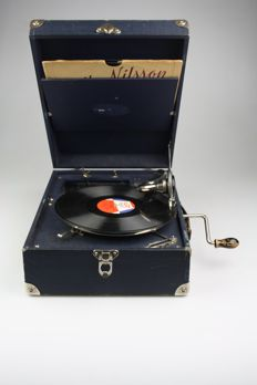 Thorens Suitcase gramophone + 3 records