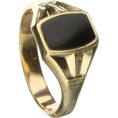 14 kt Yellow gold children's ring set with onyx.  - ring size: 14.75 mm