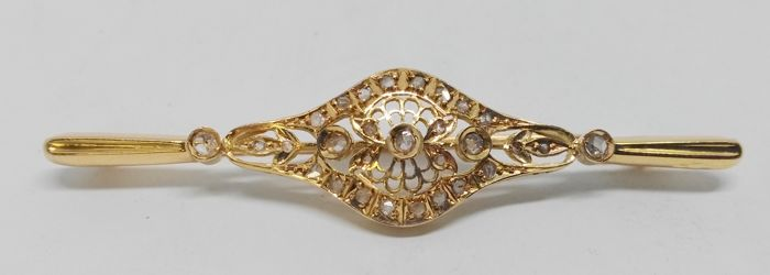 18 kt yellow gold brooch with 28 rose cut diamonds