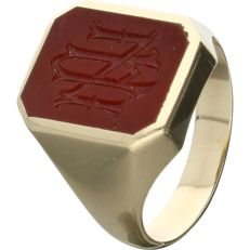 """14 kt Yellow-gold signet ring, set with a carved carnelian with monogram """"AN"""""""