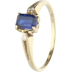 14 kt - Yellow gold ring set with sapphire and 2 brilliant cut diamonds, approx. 0.02 ct in total - Ring size: 17.25 mm