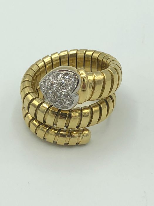 Exclusive ring 750 gold with brilliants