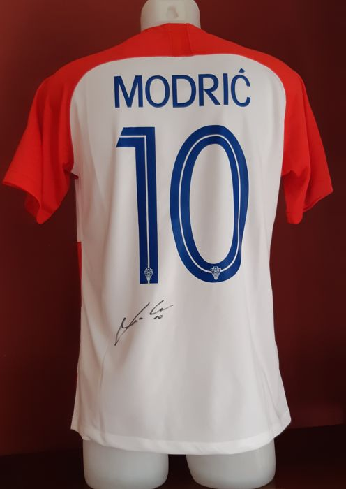 the latest ff58c 4b6d3 Luka Modric Croatia Shirt with Autograph + Photo proof - Catawiki