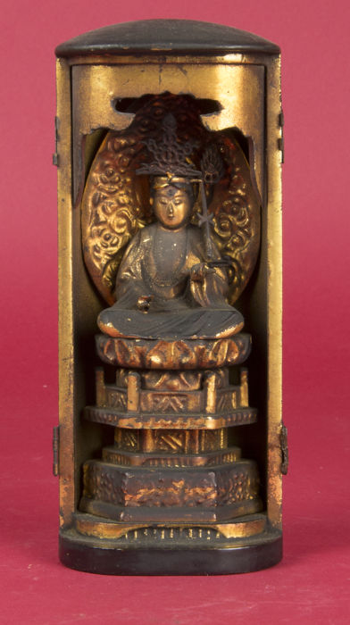 Butsudan/home altar with seated Amida Buddha on lotus leaf, gold plated - Japan - 19th century