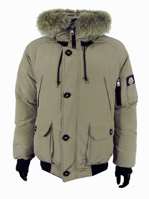 low priced 2f218 a819b Moncler - Giubbotto bomber in vera piuma - Catawiki