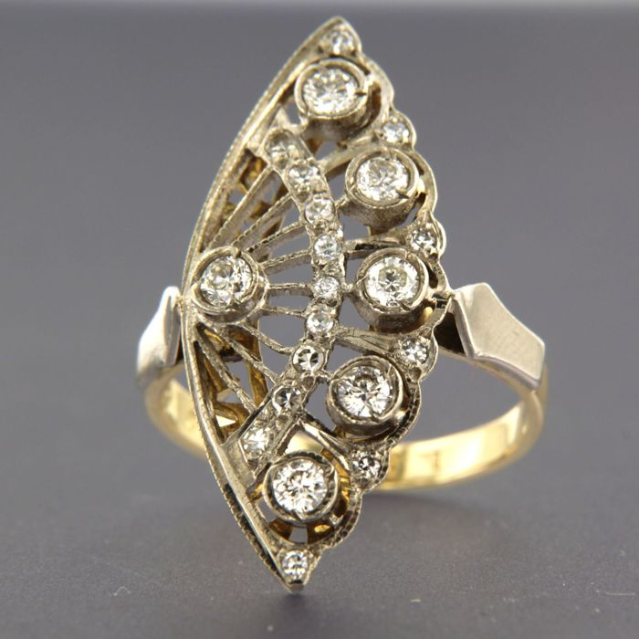 18 kt bi-colour gold ring set with 21 diamonds, in total approx. 0.70 carat, ring size 17 (53)