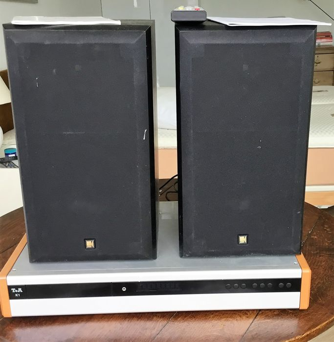 Brand T+A K1 CD-receiver with two Hifi Soundboxes brand Cresta/KEF max 100W: remote control and original user manual.