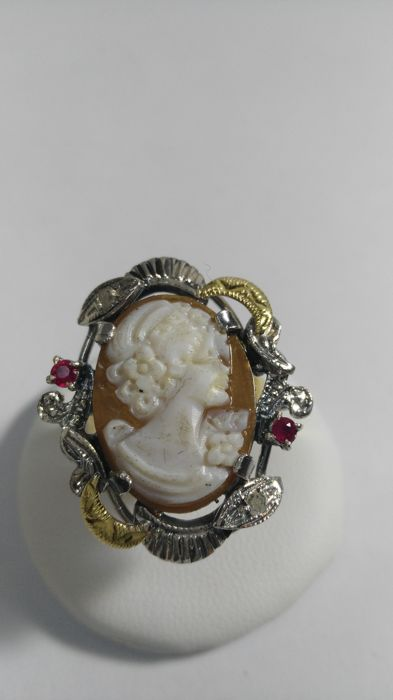 14 kt gold ring, 6.7 grams, with cameo, diamonds and rubies