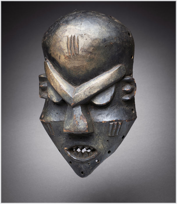 Exceptional Expressionist and Cubist Mbuya or Pumbu Mask - PENDE - DRC Congo