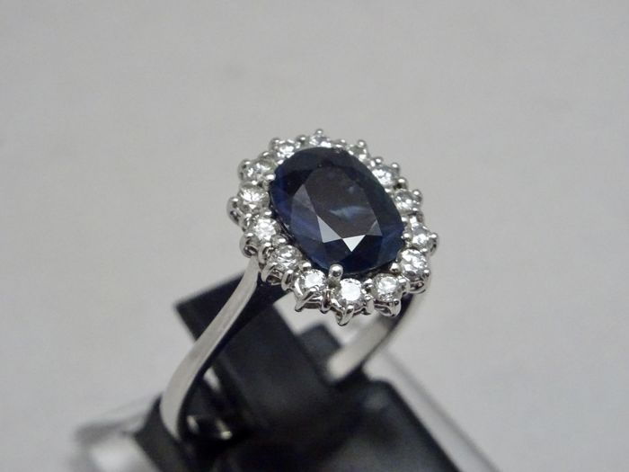White gold ring with blue sapphire of 2.10 ct and diamonds for 0.56 ct - Size 56