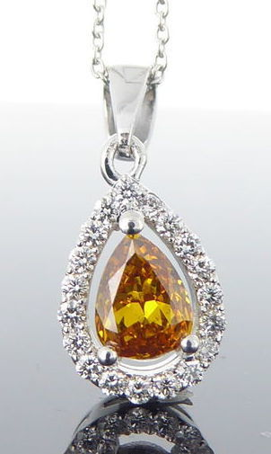 * No minimum price * Necklace with a pear-shaped natural fancy colour cut diamond with IGI certificate & 19 more diamonds, 0.51 ct in total - necklace 42 cm