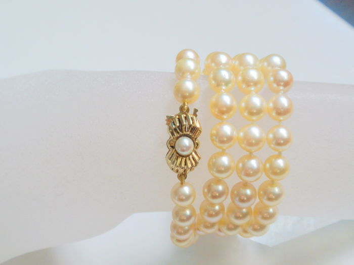 Akoya pearl necklace 6.9 mm 57 cm