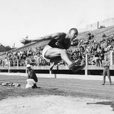 Unknown/Acme pictures - Jesse Owens breaks record, 1935