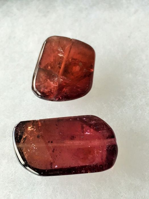 Tourmaline - 75.15 cts total - 2 pieces.