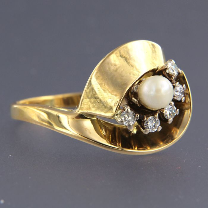 Ring - Gold - Diamond and Pearl