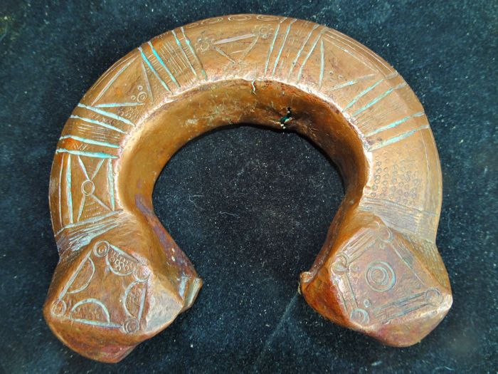 Ankle bracelet in chiselled copper - Zarme, Niger/Nigeria - 1st half of the 20th century