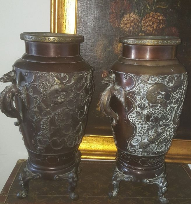 Pair of bronze vases with zoomorphic and plant motifs, handles with dragons - Japan - 19th/20th century