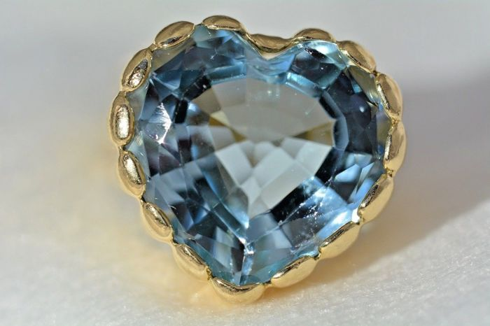 Ring - Gold - No indication of treatments - 11 ct - Aquamarine