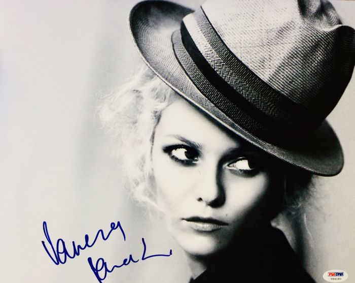 Vanessa Paradis - Authentic & Original Signed Autograph in Professional Photo ( 28 x 35 cm ) - With Certificate of Authenticity PSA/DNA