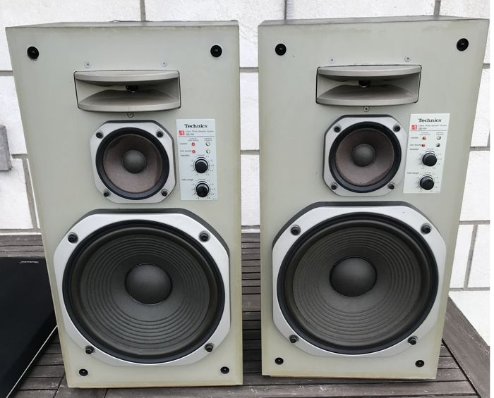 Lot Including 2 Technics  Model SB-R4 Speakers