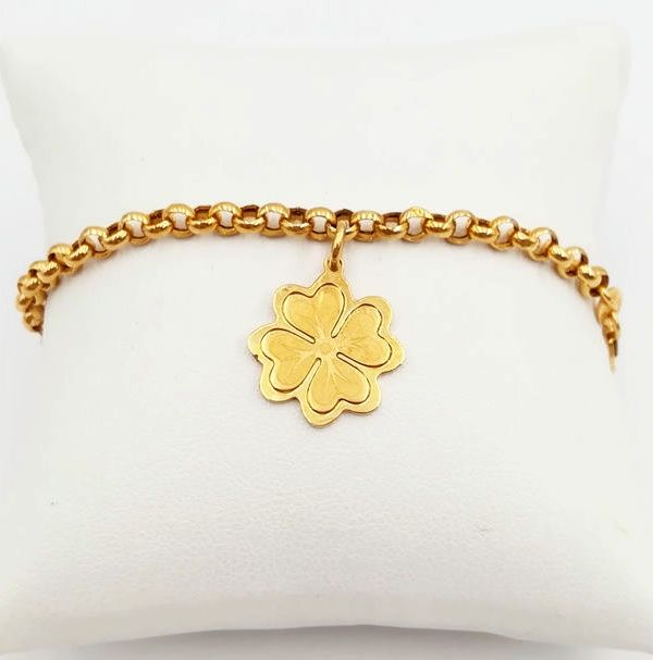 Women's bracelet in 18 kt yellow gold, complete with four leaf clover pendant, length: 18.00 cm