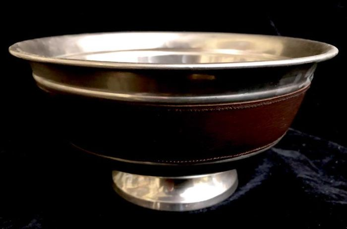 table , BOWL - 	An elegante circular , - silver plated with genuine leather band - Europe - 1950-1999