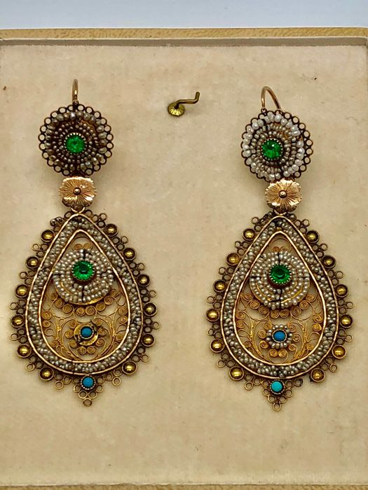 Bourbon earrings in gold filigree and micro pearls